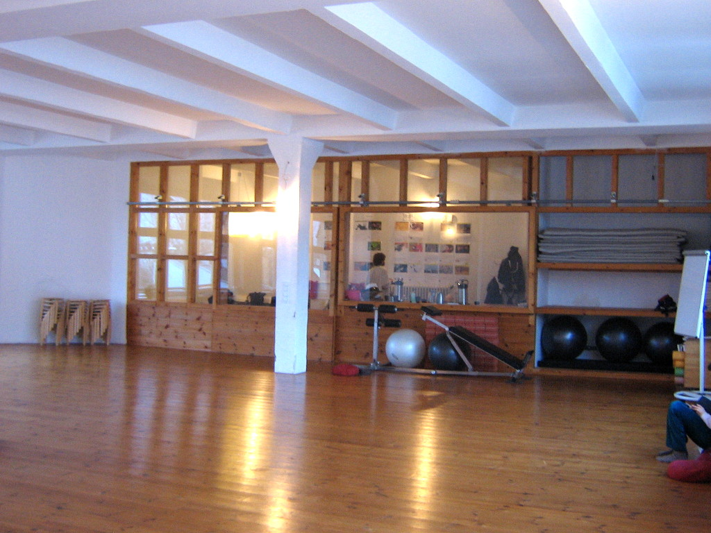 The dance studio of the Somatische Akademie Berlin during a lunch break, January 2018