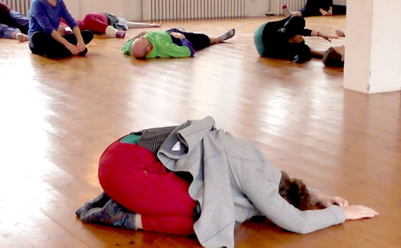 Warming-up on the Grounding & Fragile Balances workshop, Somatische Akademie Berlin, January 2018