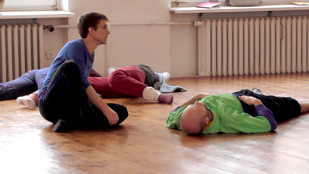 Teacher Joerg Hassmann (left) and Dino Spire (right), Grounding & Fragile Balances workshop, Somatische Akademie Berlin, January 2018