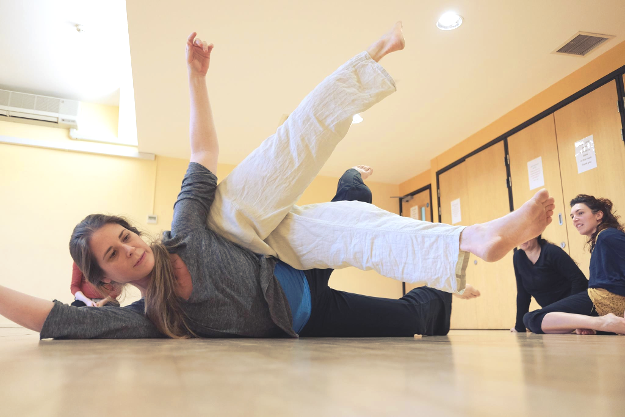 A Class for Dancing Contact Improvisation at Oxford Contact Dance. Photo: Pier Corona